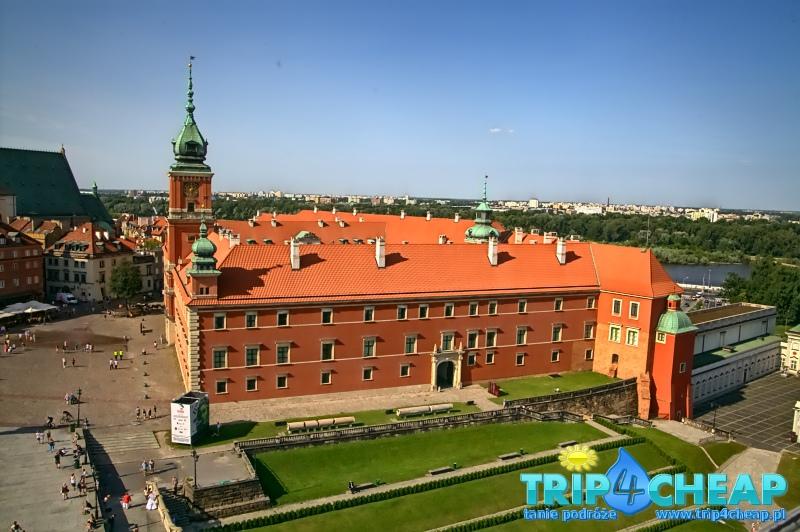Widok z wieży widokowej na zamek w Warszawie