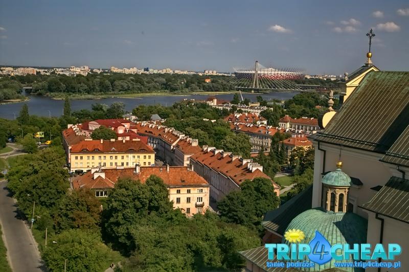 Widok z wieży widokowej na stadion w Warszawie