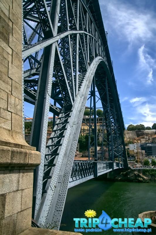 Most Ponte Dom Luis I z boku-Porto-Portugalia