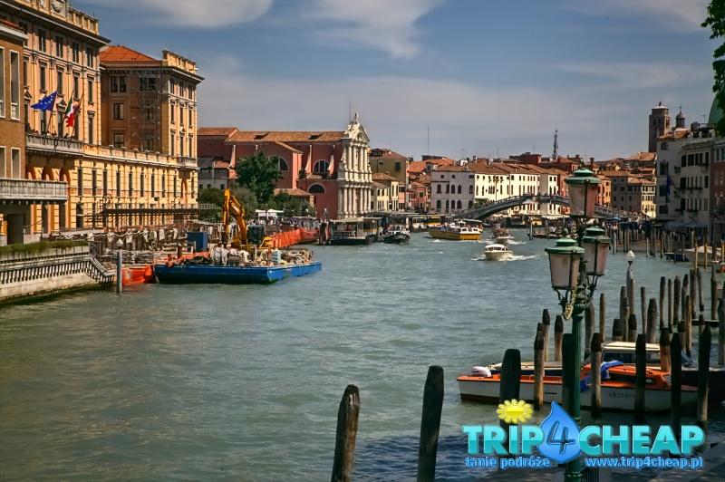 Most Rialto w oddali, Wenecja, Włochy