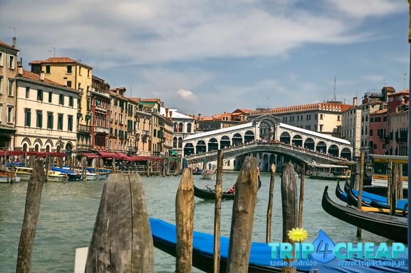 Widok na most Rialto w Wenecji-Włochy