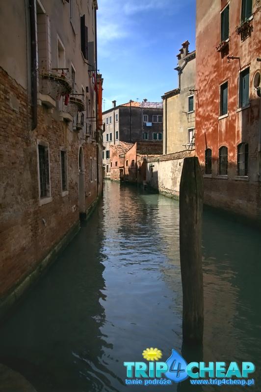 Jeden z wielu kanałów w Wenecji